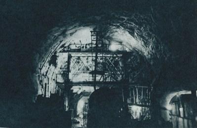 新関門トンネル工事現場(「トンネルと地下」1975-3「山陽新幹線岡山‐博多間のトンネル工事について トンネル223kmの総まとめ」より転載)