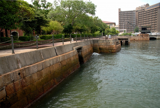 旧呉鎮守府兵器部護岸および関連施設