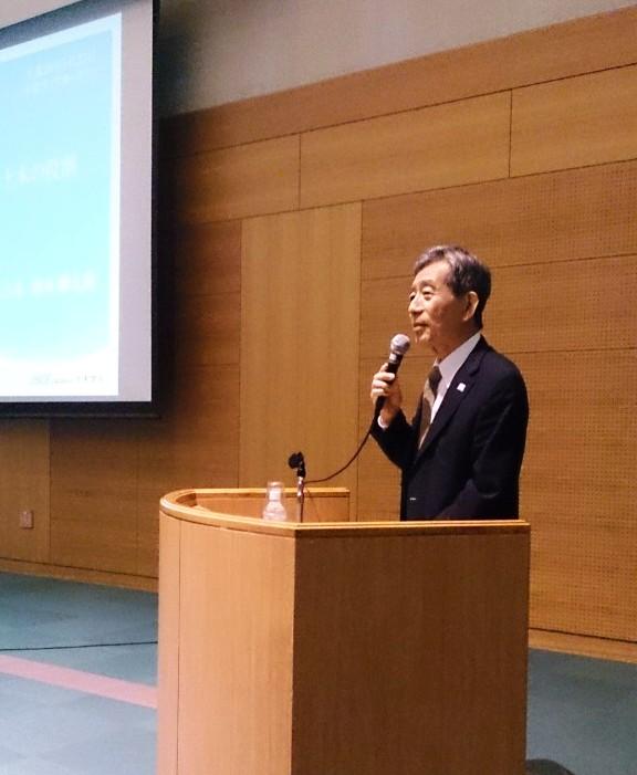講演する橋本会長